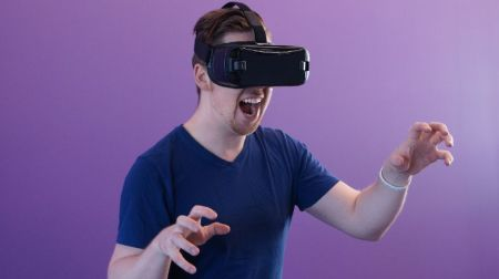 man wearing black virtual reality goggles